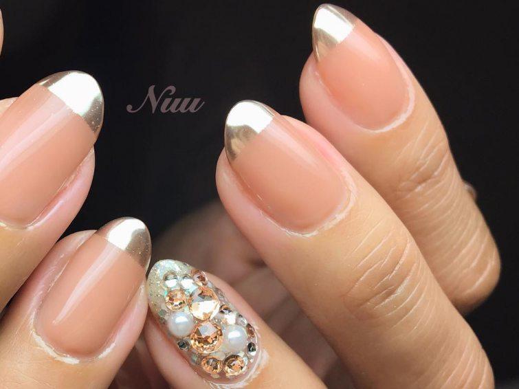 metalické nehty kamínky
