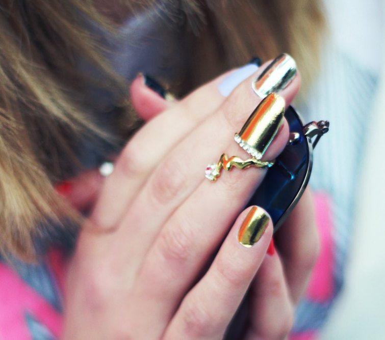 lesklé kovové barvy na nehty
