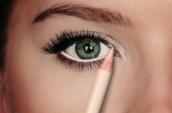 makeup trik bílá linka