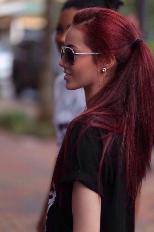 červená barva na vlasy