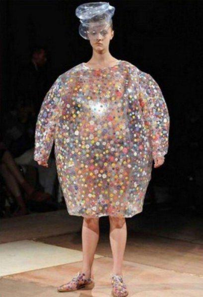 průsvitné šaty trendy