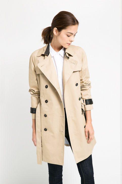 Trendy kabát Twist od značky Mango.