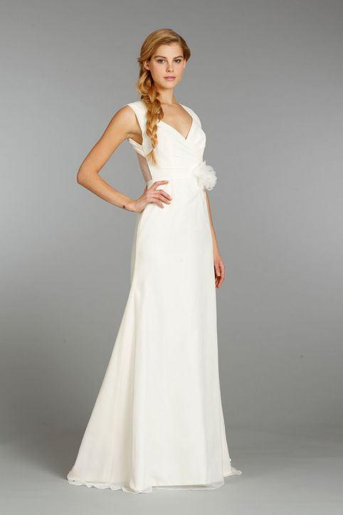 splývavé svatební šaty