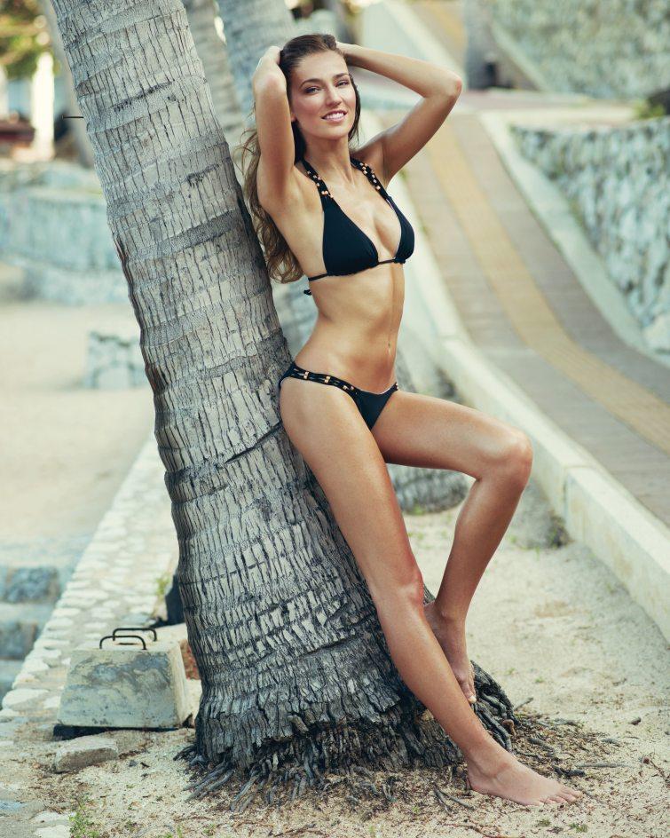 Andrea Bezděková plavky foto