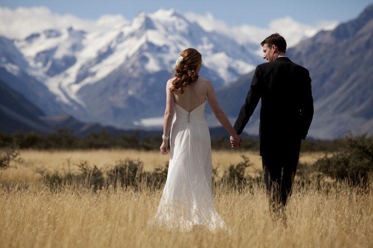 Novinky svatebních šatů a pánských obleků