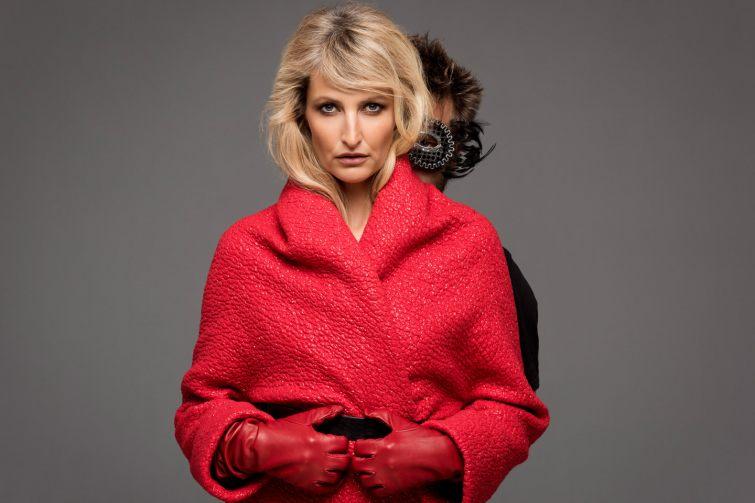 Červený kabát z nové kolekce podzim a zima 2014-2015