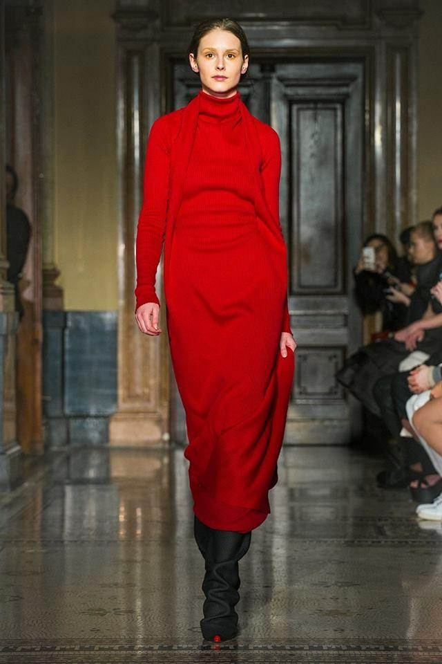 Rudé šaty od návrháře Jakuba Polanky