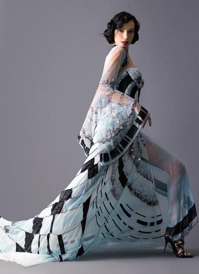 šaty s námětem Op-Art Matragi