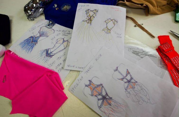 Návrhy na společenské šaty pro Star Dance