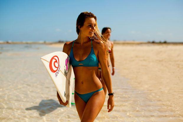 Sportovní plavky na surfování