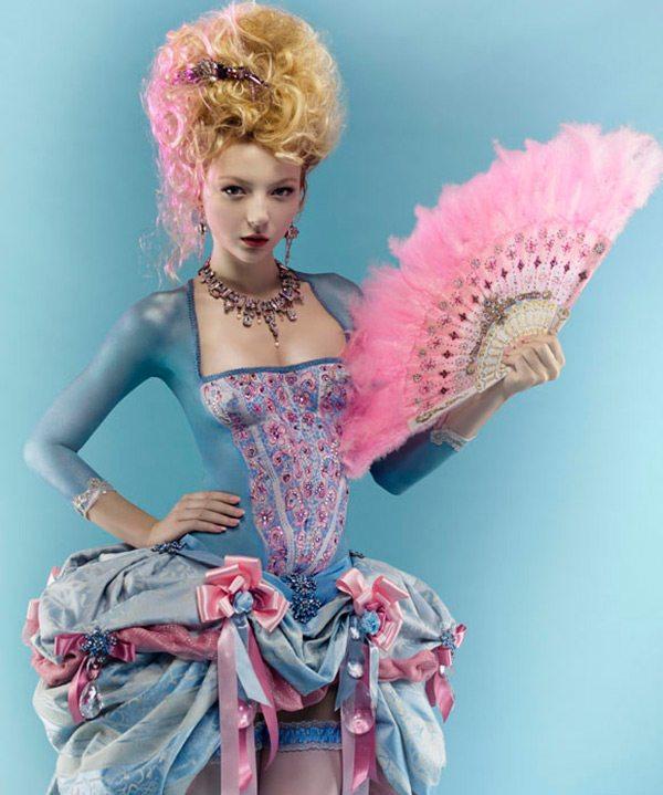 Bodypainting a móda - modelka jako Marie Antoinetta