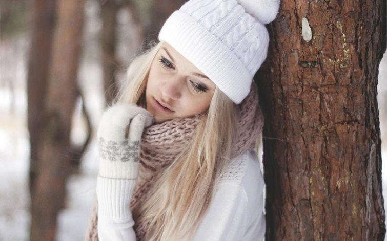 Bílá čepice na zimu