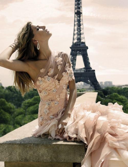 Krásné společenské šaty,