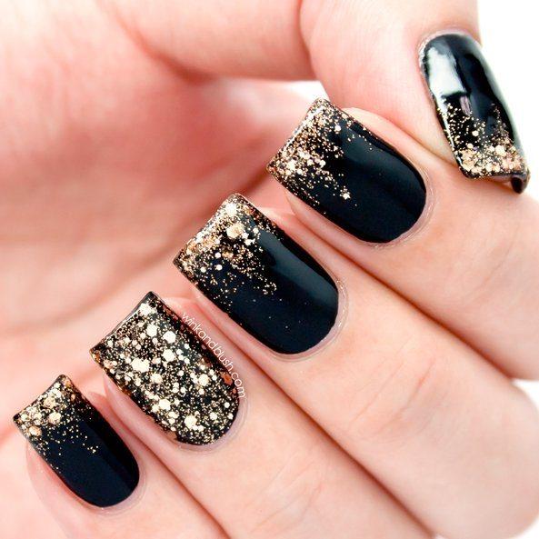 černý lak zlaté třpytky
