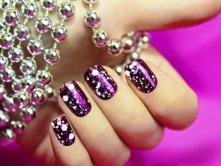 Lesklý fialový lak třpytky