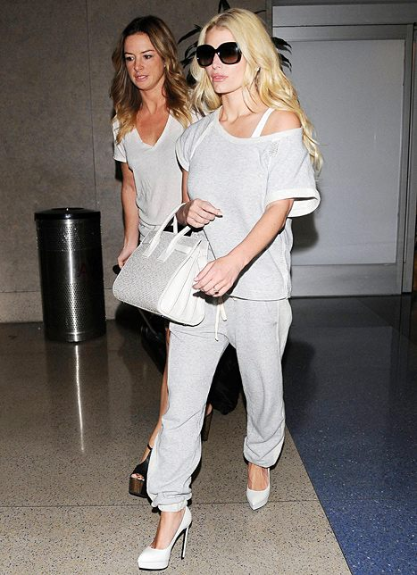 Jessica Simpson vysoké boty a tepláky