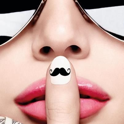Movember manikúra
