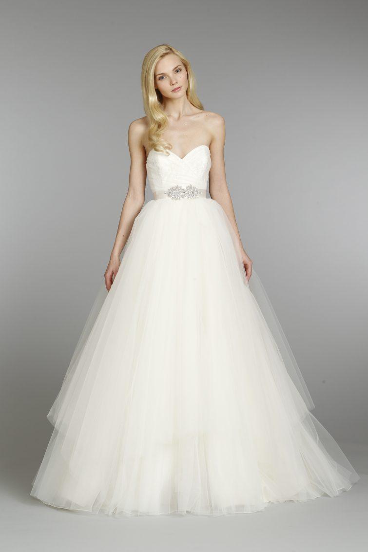 šaty pro nevěstu hruška postava