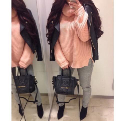 růžový svetr