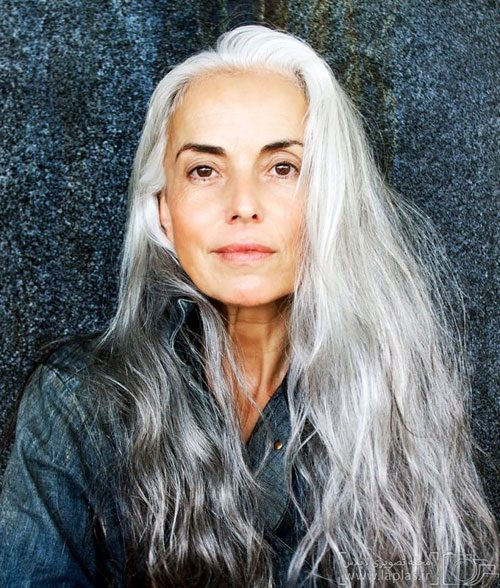 vlasy účesy pro starší ženy