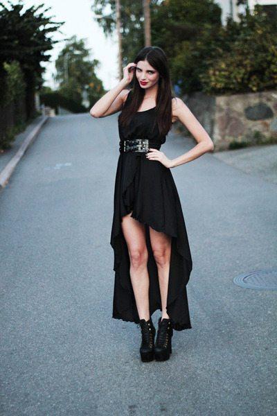 asymetrické šaty s kratší předním dílem