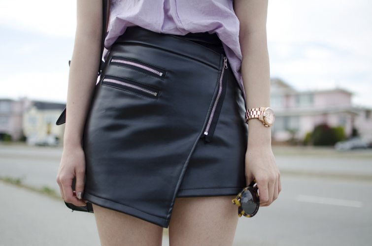 asymetrická koženková sukně