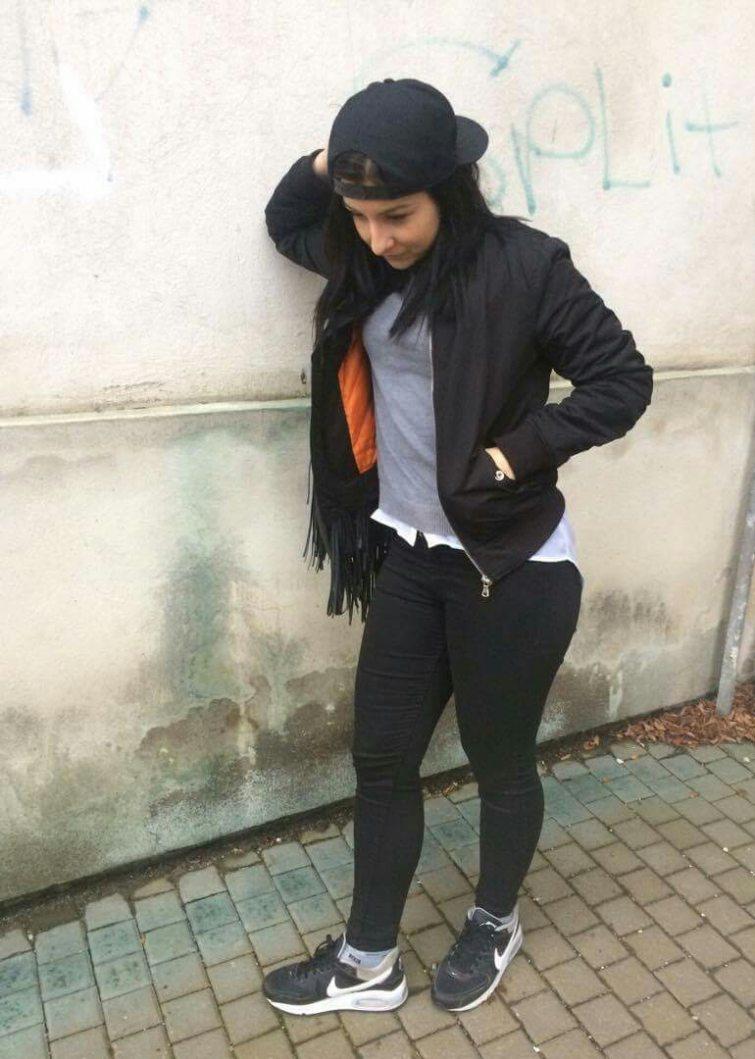 Karolína a její skate styl.