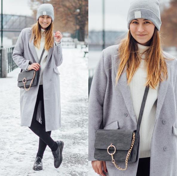 Lucie Ehrenbergerová z A cup of Style, šedý volný kabát a šedá beanie