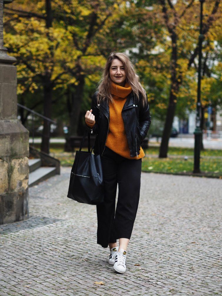 Dominika Lukášová v roláku a černých culottes kalhotech