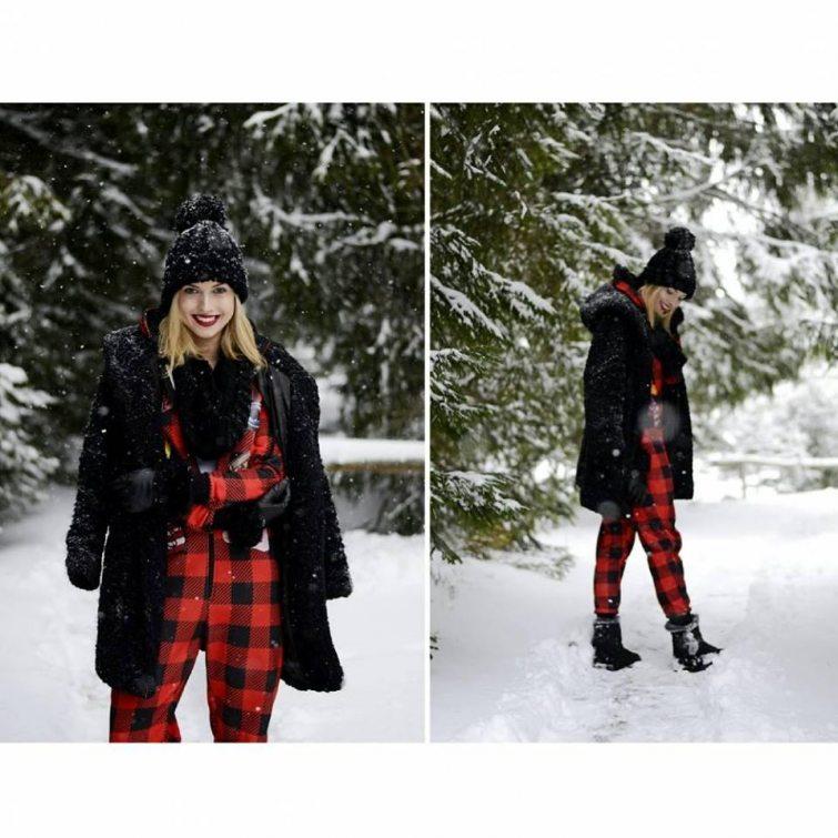 Ivana Petrušová v červeném zimních overalu