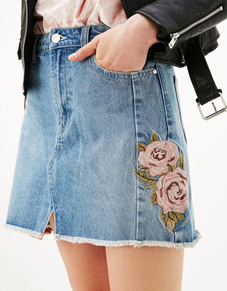 džínová sukně s výšivkou