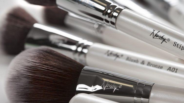 čistit štětce na makeup