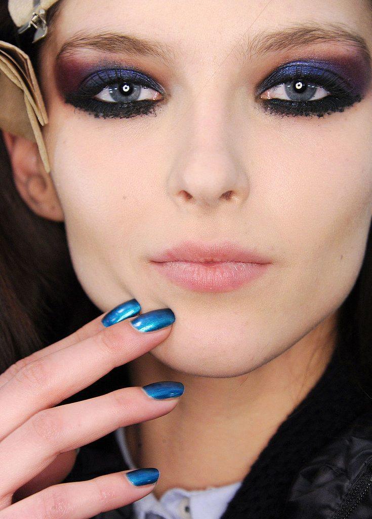 Modrý odstín laku na nehty