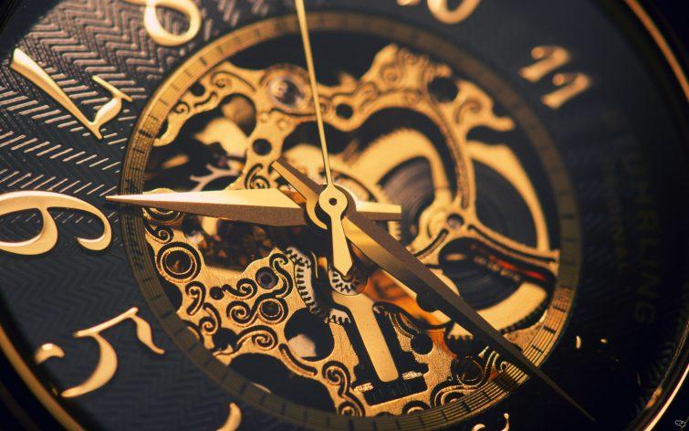 strojky hodinek druhy pohonu