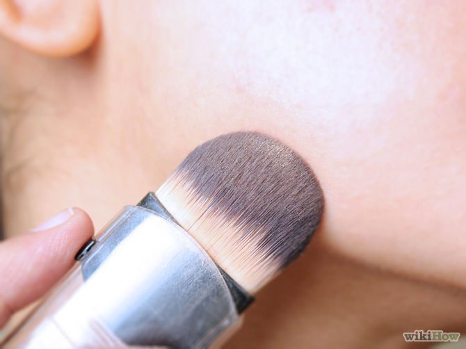 Výběr správného make-upu podle testu na hraně tváře