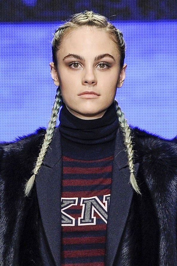 Francouzské copy DKNY jako trendy účes pro podzim a zimu 2014/2015