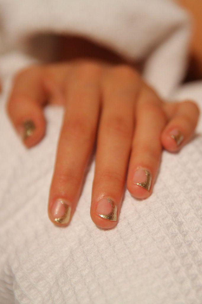 Lakování nehtů s variacemi půlměsíčky