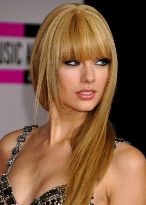 Rovné vlasy s rovnou ofinou podle Taylor Swift