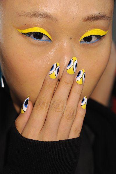 Nails Art, kruhové obrazce jako trend v manikúře 2014