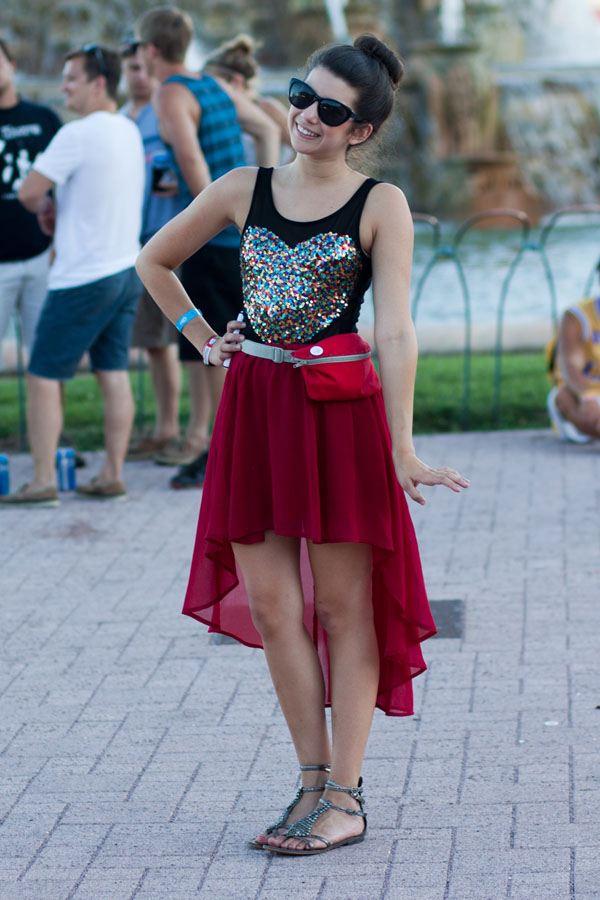¨Kaskádové šaty s dlouhým zadním cípem