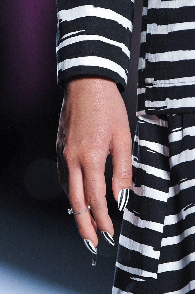 Nails Art, proužky jako trend v manikúře 2014