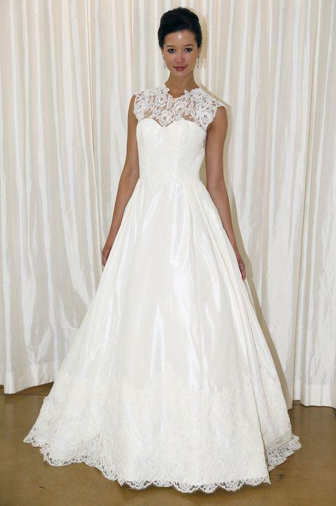 Svatební šaty se zdobeným dekoltem