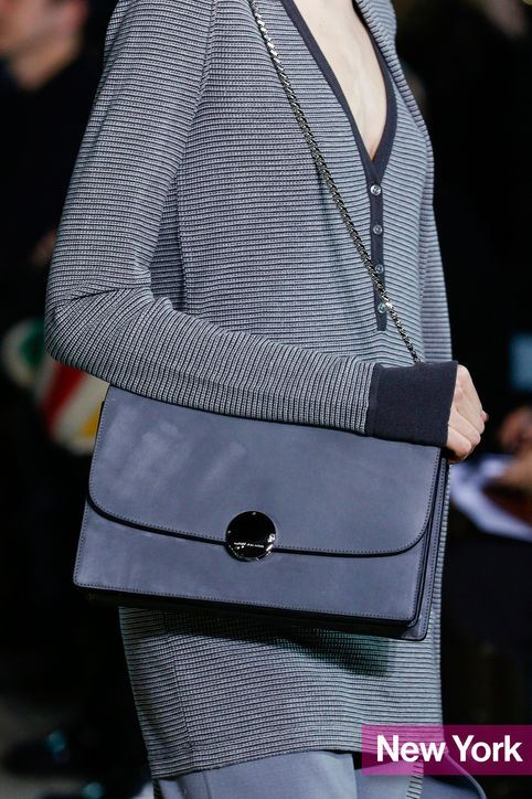 Šedá kabelka, trendy barva pro zimu 2014