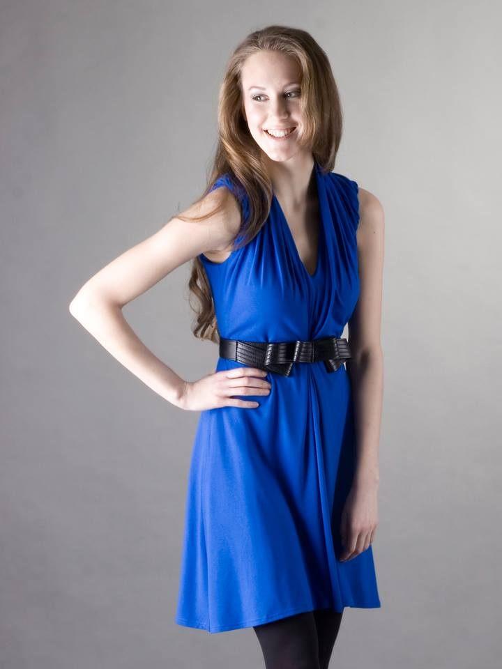 Modré decentní šaty