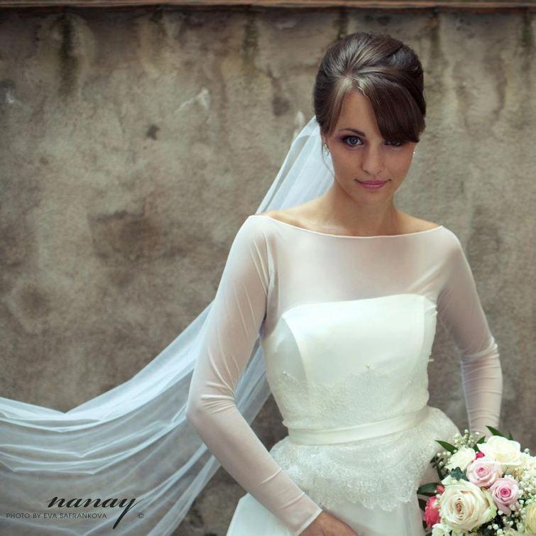 Křehkost a něžnost ve svatebních šatech