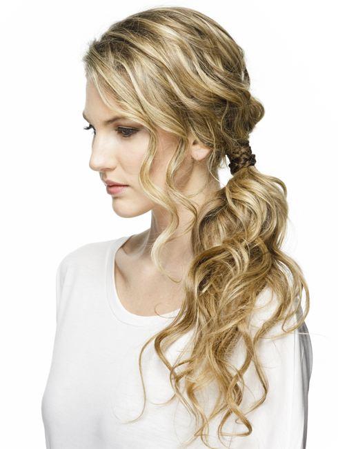 Vlnité vlasy v culíku