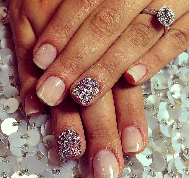 Francouzská romantika - růžové nehty s kamínky