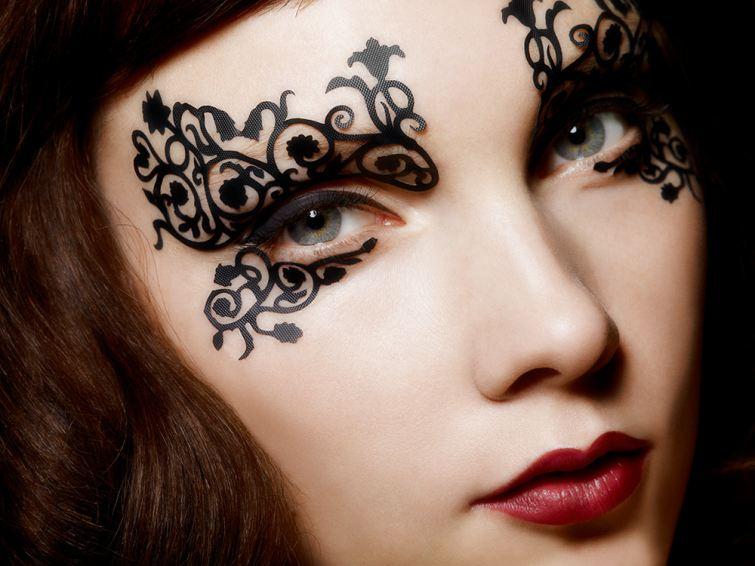 Krajkový doplněk na tvář v podobě Face-Lace