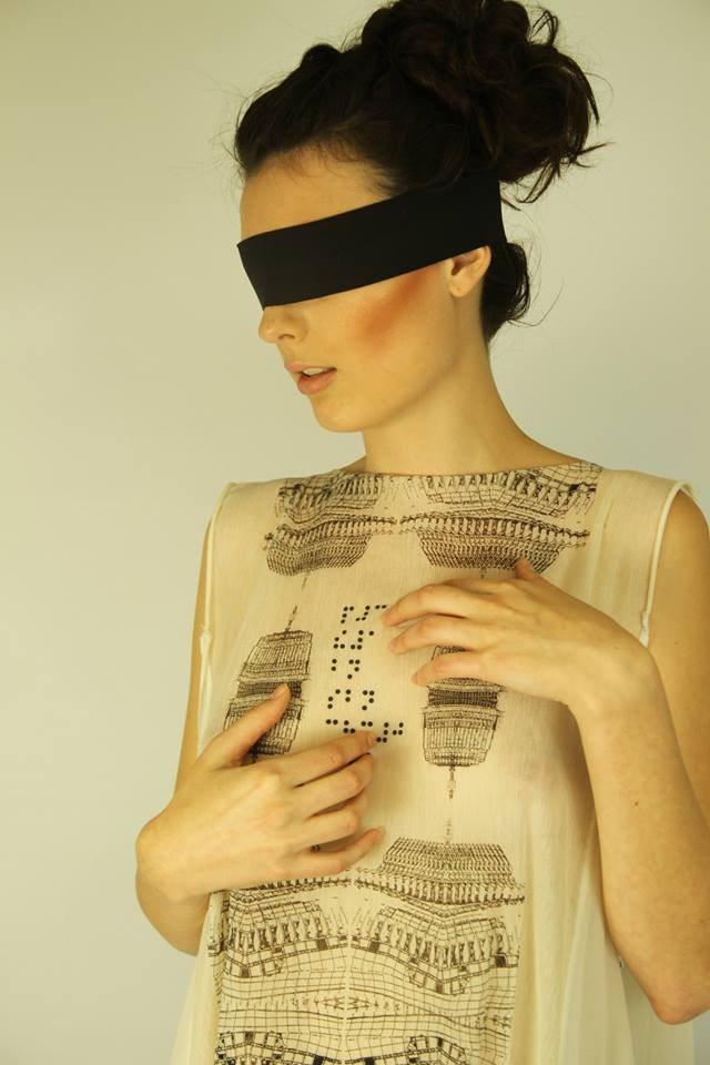 Oděv ze Zuzčiny kolekce navržený pro nevidomé