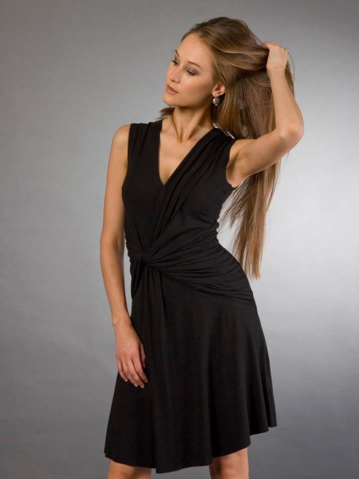 Černé nařasené šaty